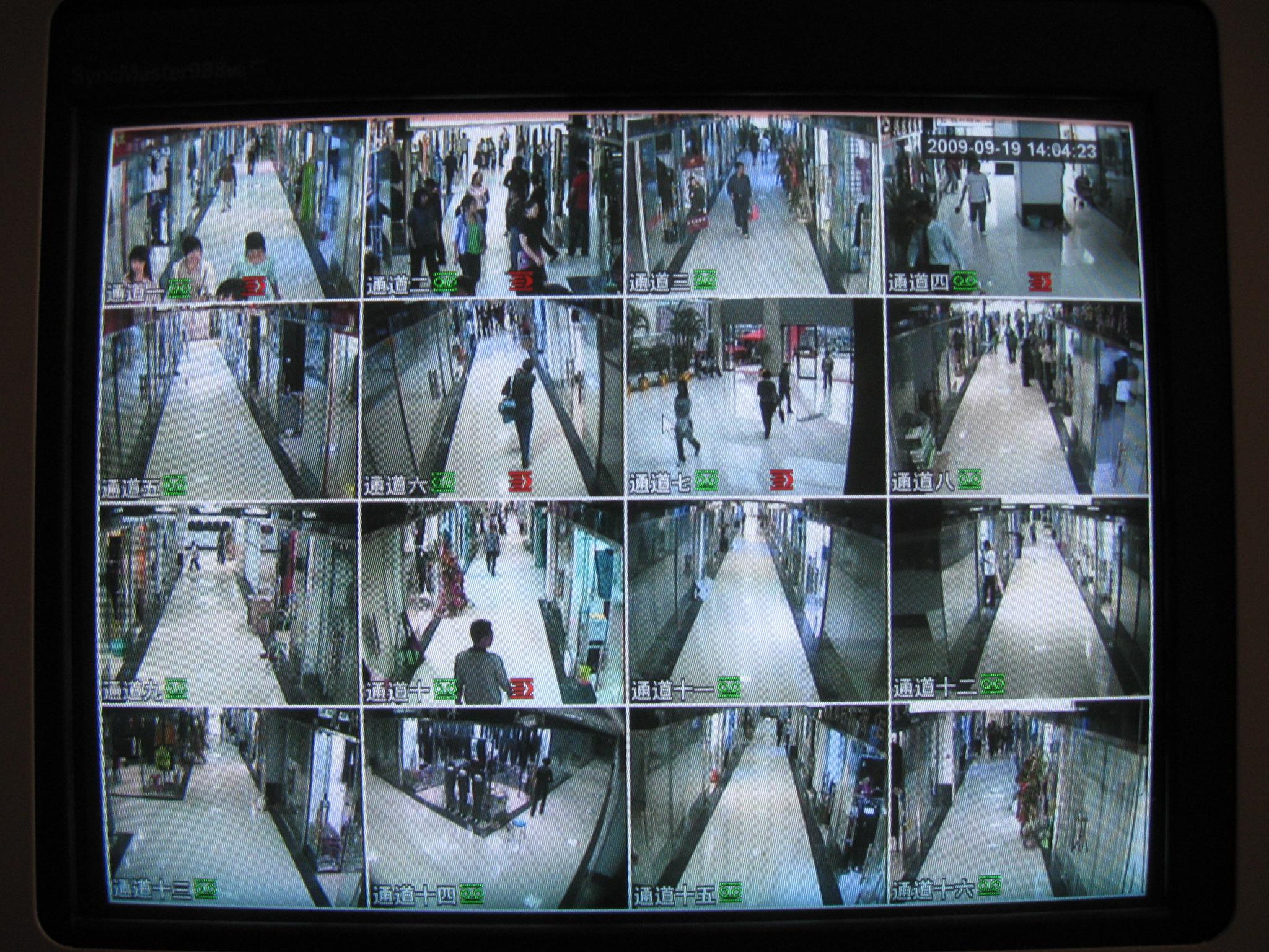 需要装监控摄像头3个,要购录像机(8路)和线还需要什配件(有电脑),问